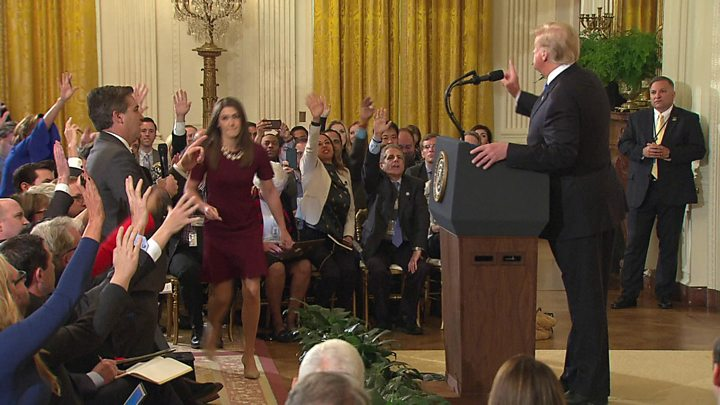 White House suspends CNN reporters access